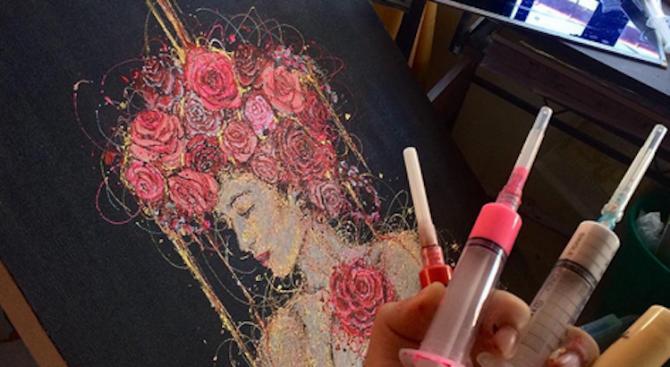 Медицинска сестра рисува със спринцовки (видео)
