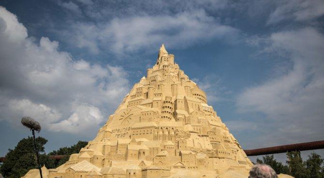 17-метров пясъчен замък влиза в Гинес (снимки)