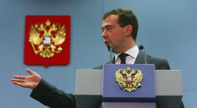 Дмитрий Медведев работи на рождения си ден