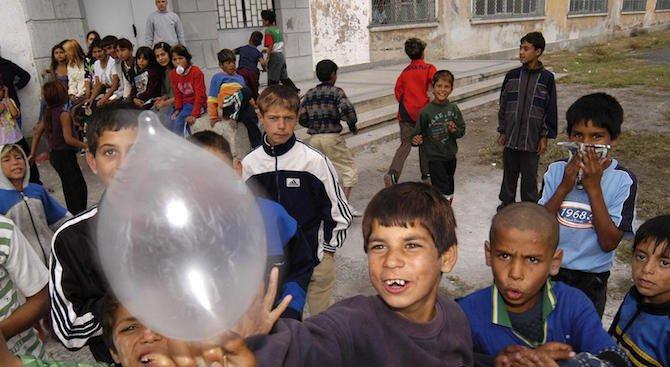 В Сливенско 61 екипа ще се опитат да върнат в училище 5726 деца