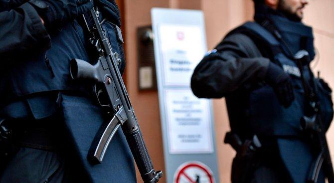 Зрелищна акция срещу дилъри на дрога в Сараево (видео)