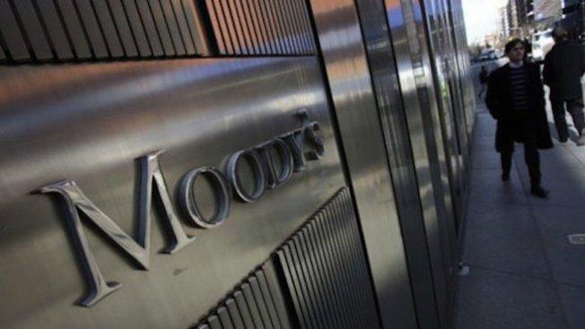 Мудис понижи дългосрочния кредитен рейтинг на Великобритания