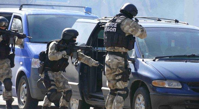 Антимафиоти разбиха банда рекетьори, жандармерия обгради Козлодуй