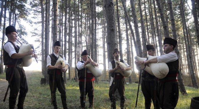 Протест с гайди срещу рудодобива в Родопите