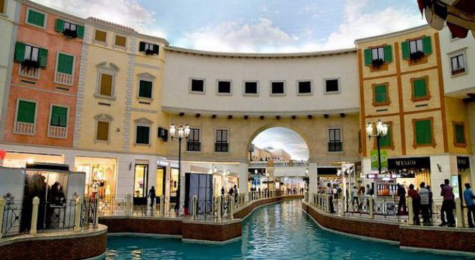 Този мол е с площ колкото петте най-големи у нас, взети заедно
