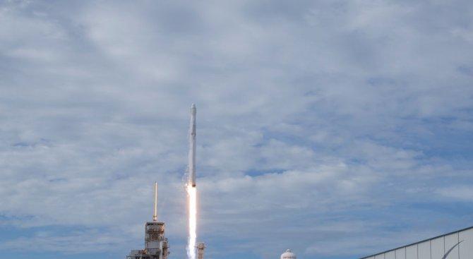 Space X изстреля 10 спътника и върна първата степен от ракетата