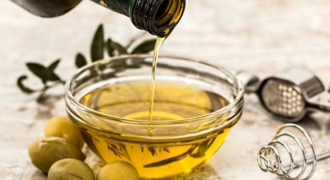 Учени съветват: Слагайте повече олио или зехтин в салатата