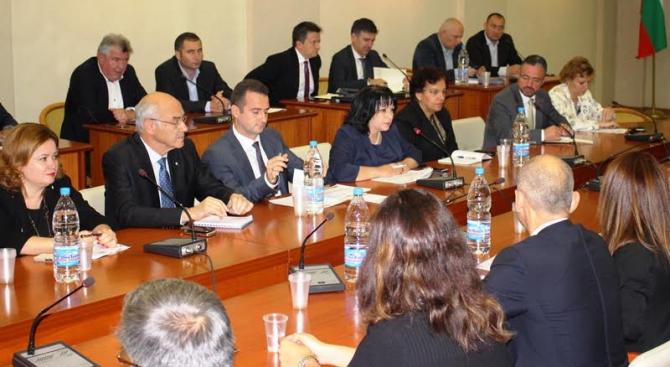 Министър Петкова запозна работодателските организации и енергийни компании с приоритетите по време н