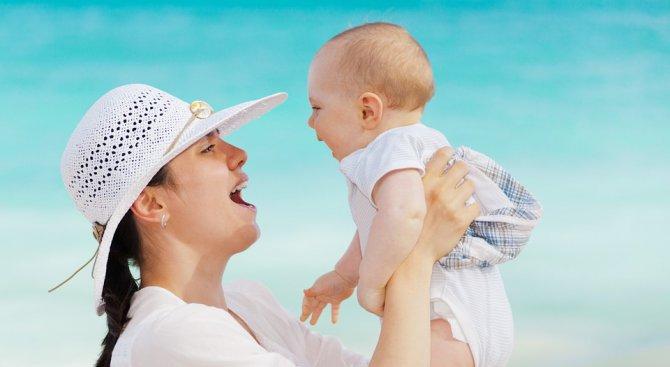 Универсален тембър в гласа на майката помага на детето да усвои езика