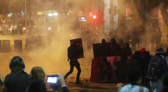 Батални сцени се разиграха в Рио де Жанейро (видео)