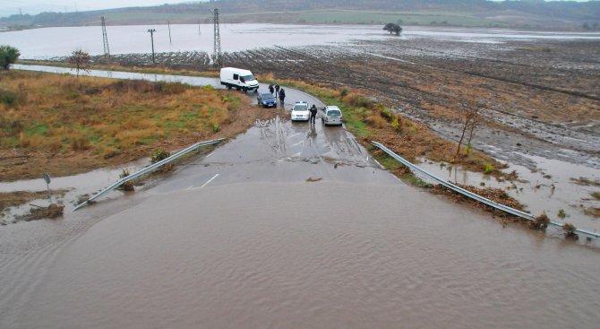 Бургаското село Равнец е потънало в кал и вода (снимки)