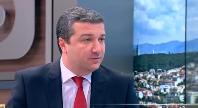 Драгомир Стойнев: Без реформи заложените в бюджета допълнителни милиарди ще потънат