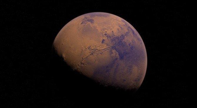 """Откриха гигантска """"магнитна опашка"""" на Марс"""