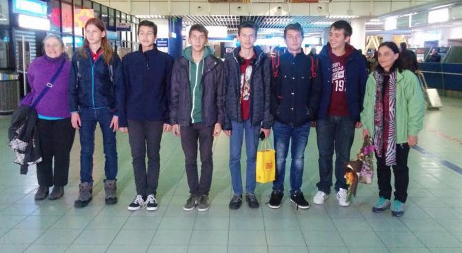 Български ученици спечелиха три бронзови медала на олимпиада по астрономия в Китай