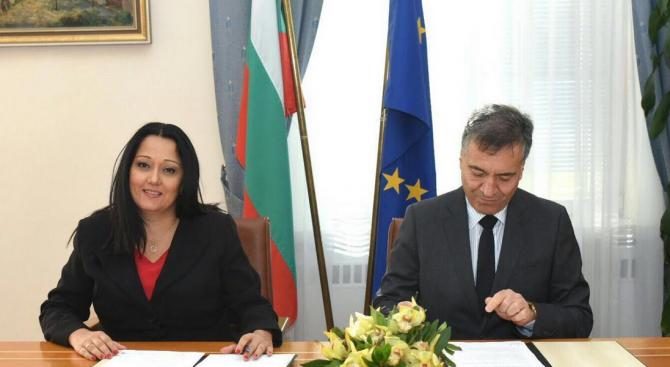Павлова подписа споразумение за партньорство с Камарата на строителите в България