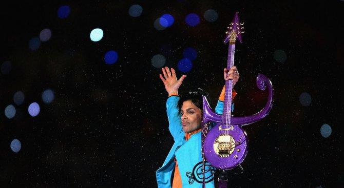 Продадоха китара на Принс за рекордните 700 000 долара