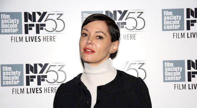 Актрисата Роуз Макгауън е била арестувана, след като сама се е предала на полицията