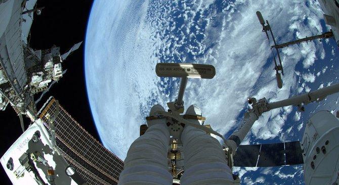 Астронавтите от МКС очакват доставка от пица и сладолед