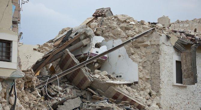 Най-малко 530 са вече жертвите при мощното земетресение в Иран