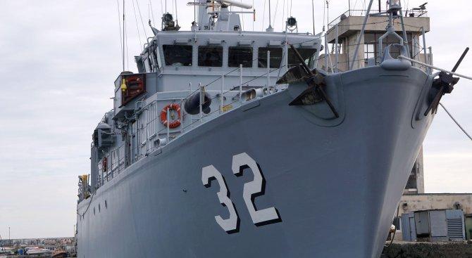 """Бойният кораб """"Цибър"""" замина за учение на НАТО в Егейско море (снимки)"""