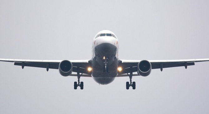 Десетки полети са анулирани на индонезийския остров Бали заради вулкан