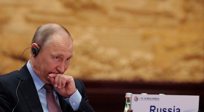 Путин подари картина на патриарх Кирил по случай рождения му ден (снимка)