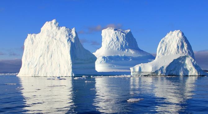Гигантски айсберг се отчупи от ледника Грей
