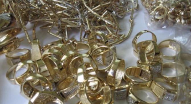 """17 килограма злато и 60 000 лева конфискуваха в """"Столипиново"""""""