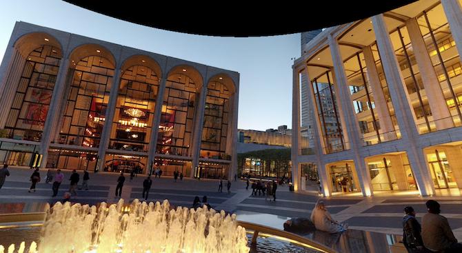 """Нюйоркската опера """"Метрополитън"""" прекрати отношенията си с диригента Джеймс Ливайн"""