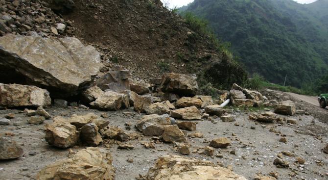 Повишена опасност от падащи камъни има в Кресненско дефиле
