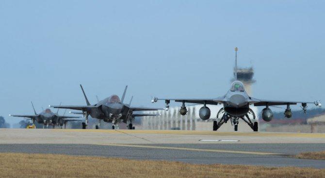 Бойни самолети на САЩ и на Япония участваха в общо учение над Източнокитайско море
