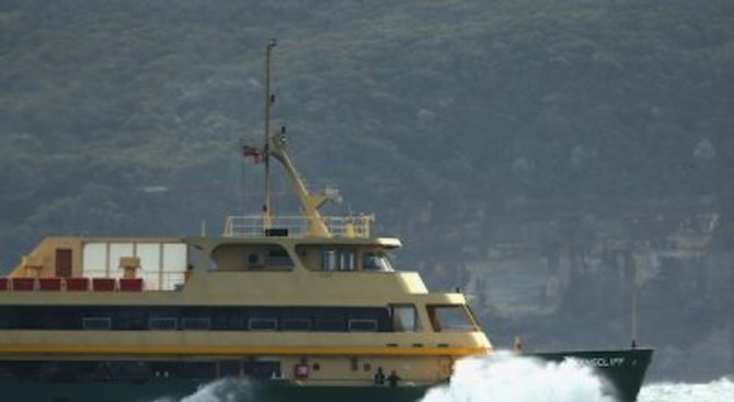 Ферибот с над 300 пътници заседна във френското пристанище Кале