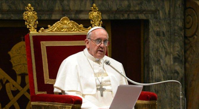 Папата отпразнува 81-вата си годишнина с пациенти от педиатрична клиника на Ватикана
