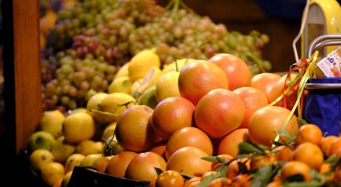 Тир с цитруси се обърна край Велико Търново