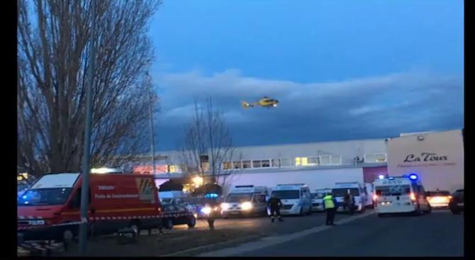 Влак блъсна училищен автобус в Южна Франция, има загинали (видео)