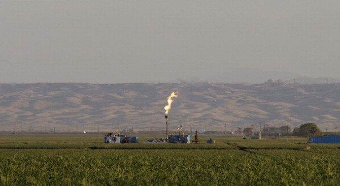 Франция прие закон за спиране на добива на петрол и природен газ