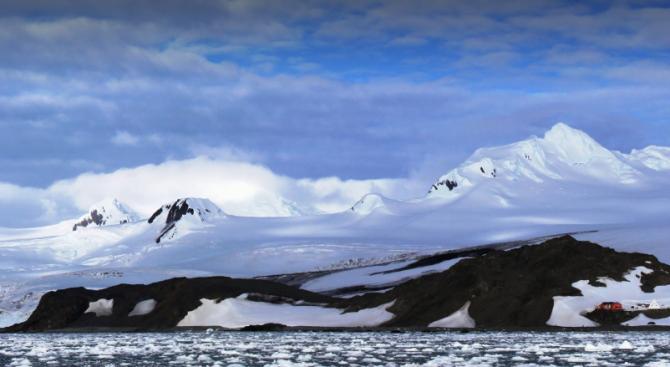 Групата на проф. Христо Пимпирев пристигна на Антарктида