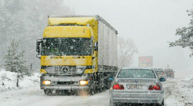 Слаб сняг вали в Габровско и на прохода Шипка