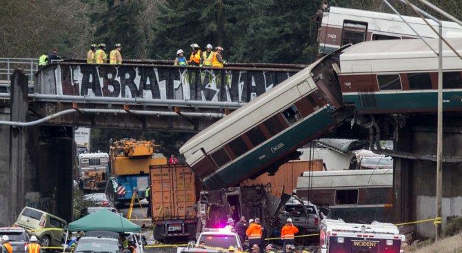 Трима загинали при дерайлирането на влака в щата Вашингтон (снимки+видео)