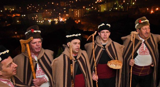 Ивайловградски коледари-ветерани обикалят къщите (снимки)