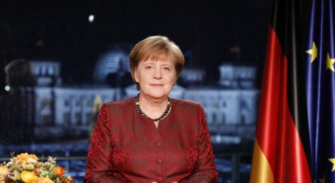 Меркел призова за солидарност и сплотеност в новогодишното си послание (снимки)