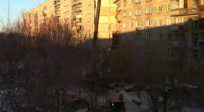 Може да рухнат още два входаот жилищния блок в Магнитогорск