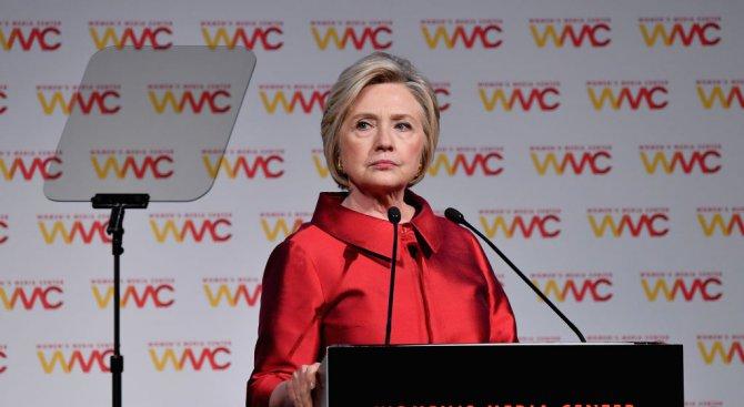 Издание: ФБР нищи Хилари Клинтън за дейността на семейната фондация