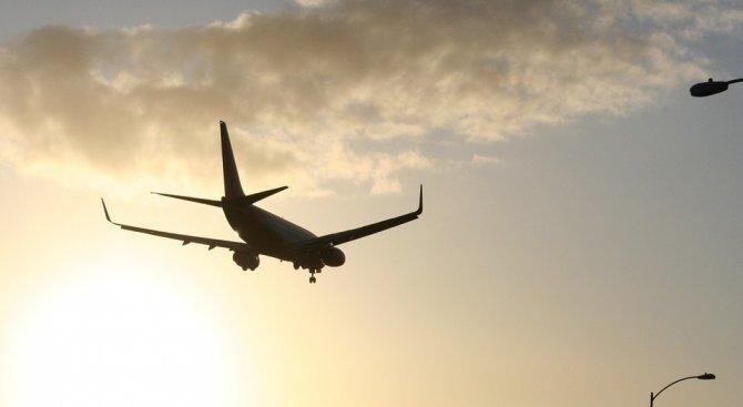 Самолет кацна аварийно във Варшава