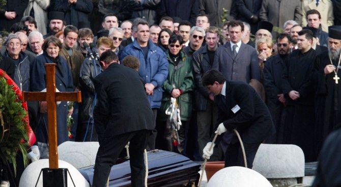 Хиляди се простиха с Оливер Иванович в Белград (видео)