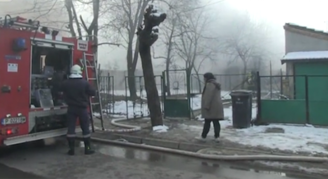Пожарът в Русе остави без дом семейство с 11 деца