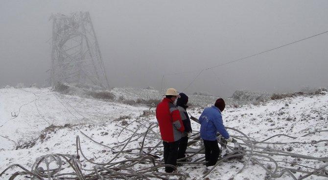 Силни снеговалежи предизвикаха транспортен хаос в Китай