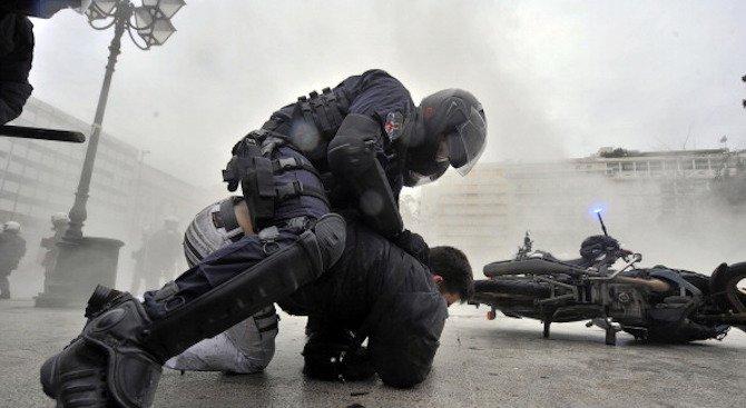 Афганистанец, носещ детонатори, е арестуван в Атина