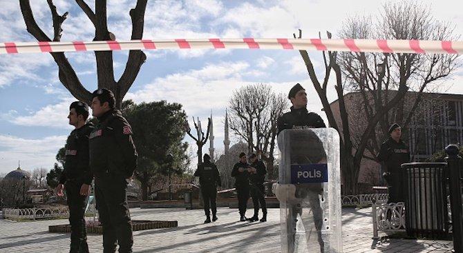 Експлозия разтърси офис на данъчната служба в Анкара (видео)