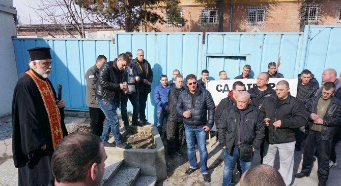 Надзиратели и съдебни охранители от 22 града на протест